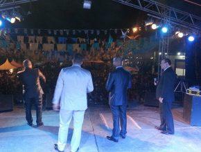 Cânticos Vocal se apresentou na principal via de acesso da cidade. ( Crédito da foto: Jocivan Cardoso)