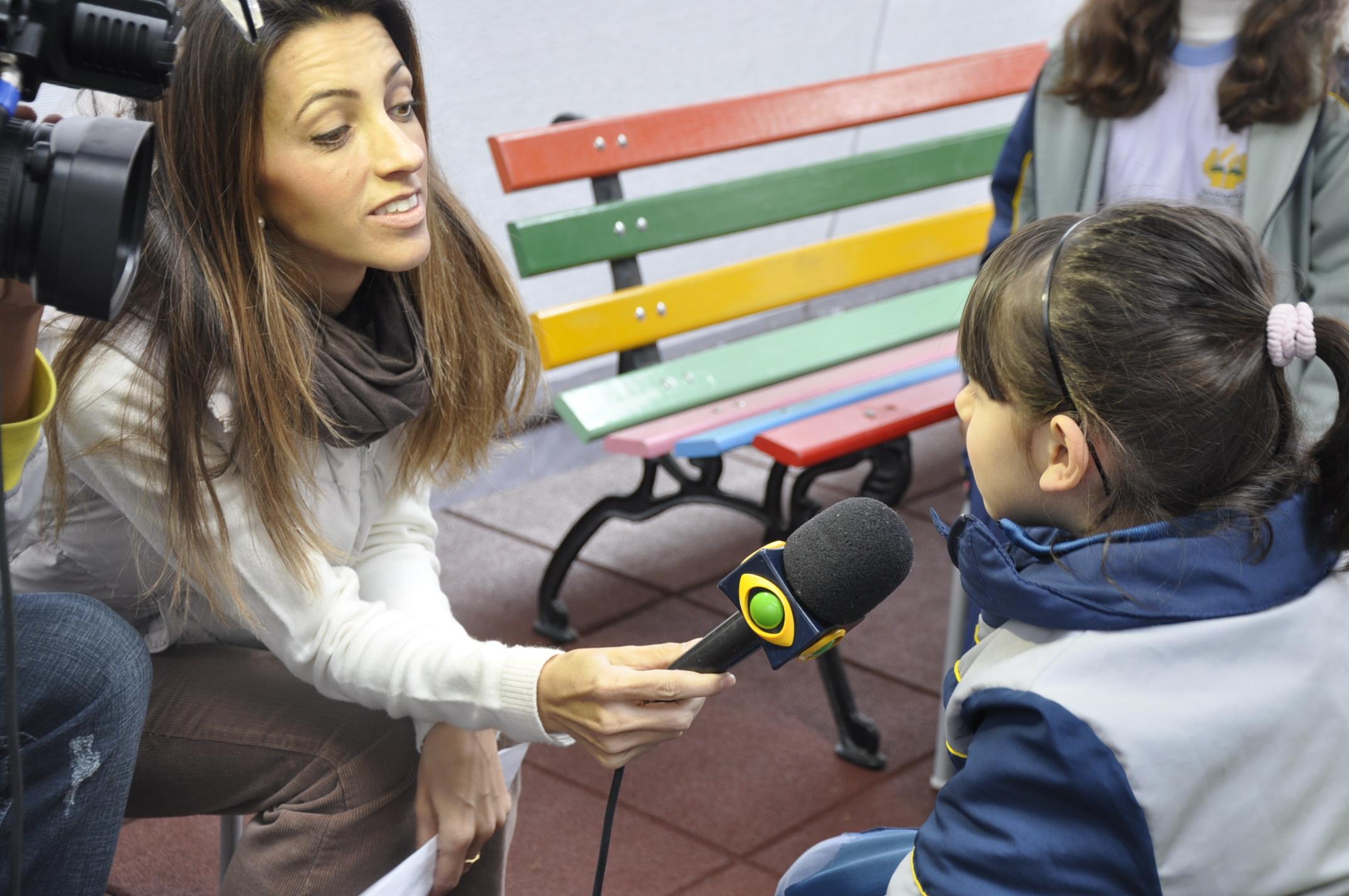 O turno integral, em salas de contêineres, atende alunos do pré ao quinto ano.