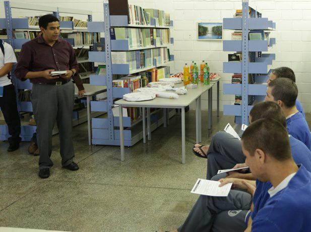 Estudos-biblicos-ajudam-a-reduzir-pena-de-presidiarios-no-Parana4
