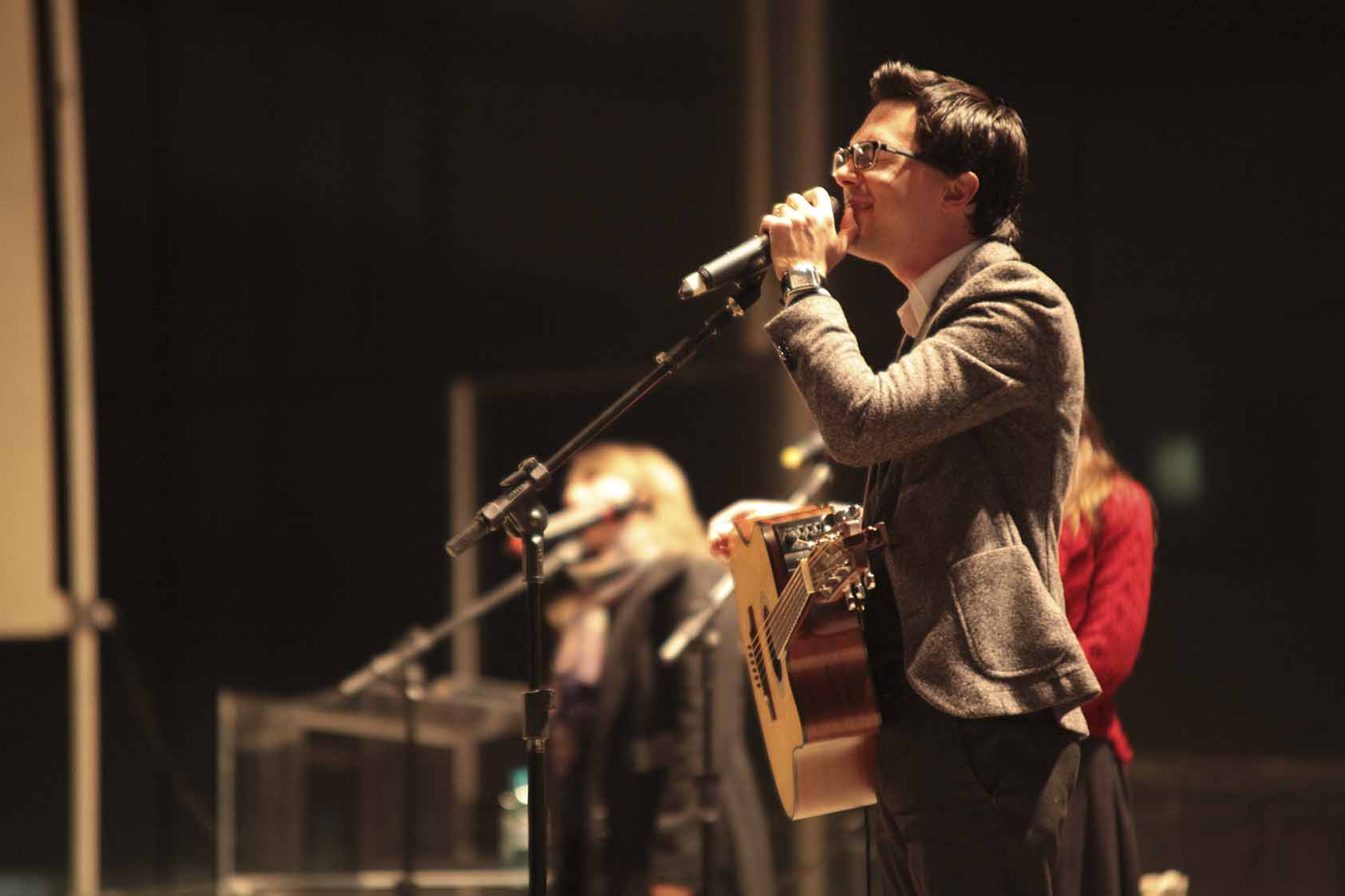 """""""Jesus Luz do Mundo"""" é o terceiro trabalho lançado pelo pastor, jornalista e cantor Daniel Ludtke"""