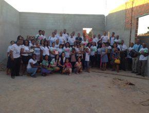 Participantes dos Pequenos Grupos realizam o primeiro culto na igreja que está em construção