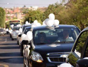 Carreata com 60 carros chama atenção de moradores na zona norte de Rio Preto