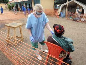 Voluntários estão nas regiões de maior incidência do vírus para atender vítimas