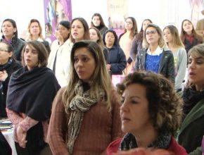 Mulheres participando do encontro em Cotia.
