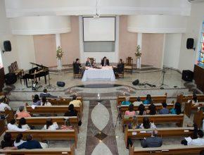 Durante o estudo da lição da Escola Sabatina, a igreja interagiu com seus visitantes e membros.