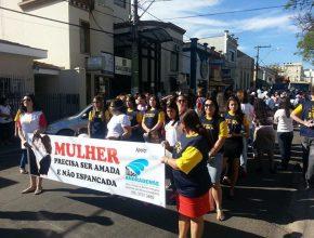 Mais de duas mil pessoas foram às ruas de Andradas alertar sobre a violência.