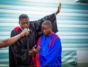 Durante a programação 11 haitianos aceitaram o batismo.