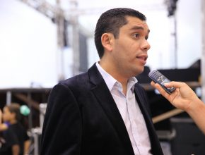 Segundo pastor Rafael Santos, a música é uma das principais ferramentas de envolvimento na igreja.
