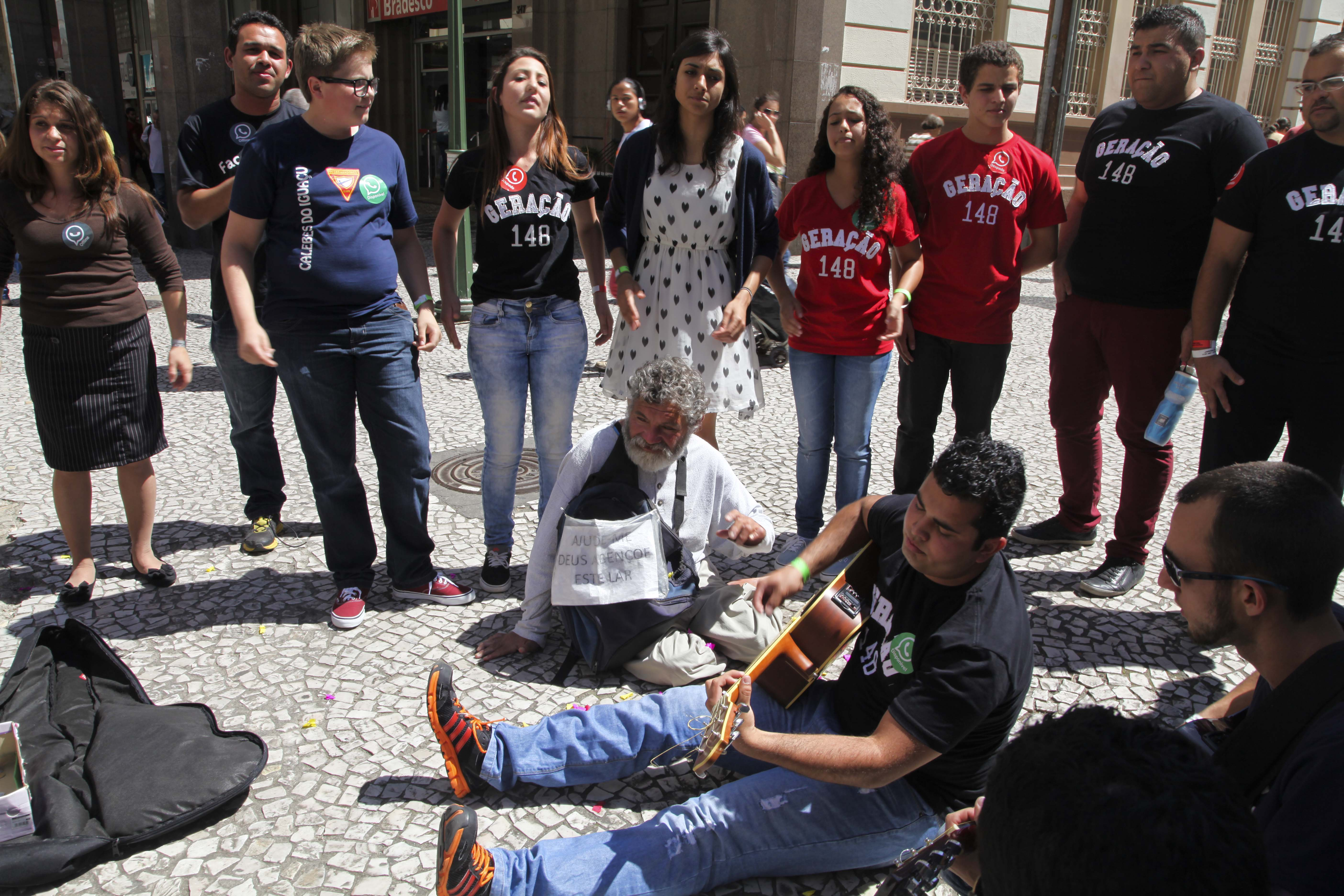 Após o grupo do Geração 148 cantar algumas música, seu Emanuel foi levado ao Congresso Jovem