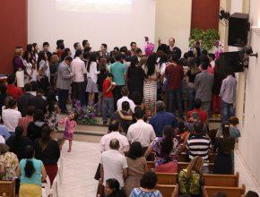 Todas as noites dezenas de pessoas atenderam ao apelo do evangelista Cidral