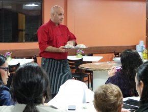 O culinarista Ricardo Fioravanti realiza palestra na sede da Igreja Adventista para o Sul do Brasil, localizada em Curitiba.