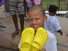 adra-leva-sandalias-para-crianças-de-salvador