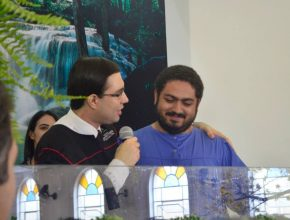 Atualmente Oliveira é colportor e está se preparando para prestar o vestibular em Teologia.