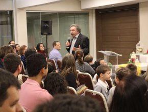 O Pr. Graciliano Santos, mestre em Psicologia, e o Pr. Amin Rodor, doutor em Teologia, foram os responsáveis pelas mensagens.