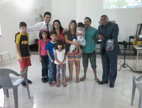 Esta família procurou a Igreja Adventista depois de ouvir o programa de rádio
