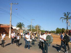 Fanfarra dos Desbravadores percorreu as principais ruas da região central da cidade