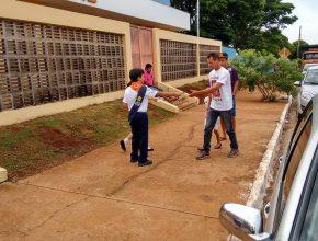 Clube de Aventureiros Águias Kids, da IASD Santo Amaro, distribuem folhetos evangelísticos em um dos cemitérios mais antigos da Capital.