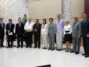 """Autoridade civis e religiosas receberam medalha """"Paladinos da Liberdade"""" durante o evento"""