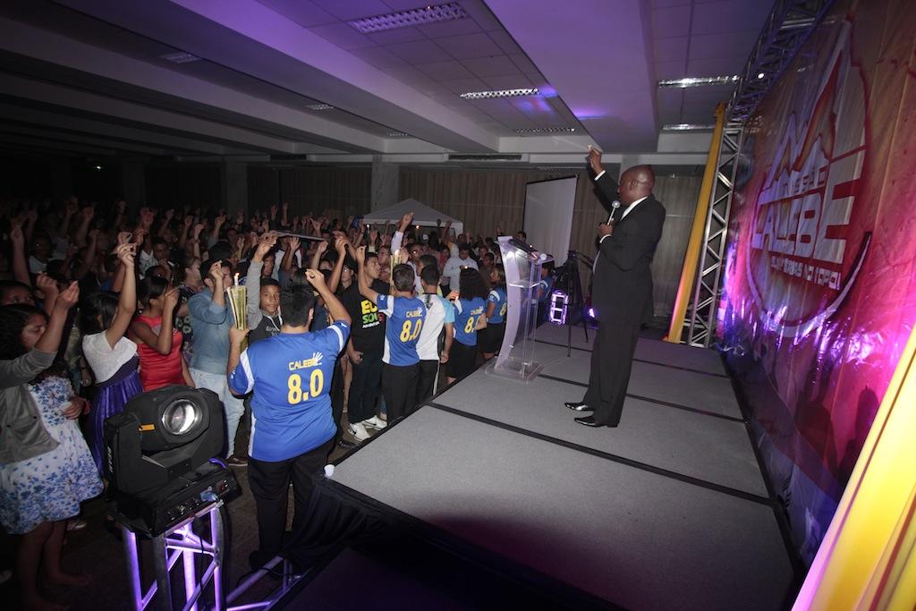Cerca de mil jovens aceitam o desafio de deixarem sua marca na história