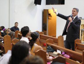 Pastor Erton Kolher, lider geral da Igreja Adventista para 8 paises da América do Sul - IASD Candangolandia.