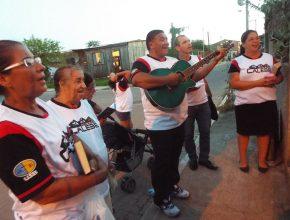 Amigos da igreja e ex-adventistas também foram receberam as serenatas dos calebes em suas próprias casas.