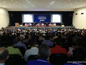 Mais de 700 anciãos e diretores de grupos participaram do concílio