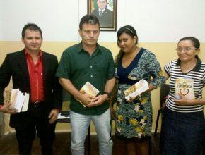 Prefeito da cidade de Simão Dias recebe membros da IASD em seu gabinete