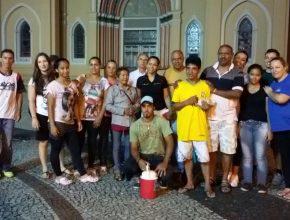 Entre 20 a 30 voluntários dedicam seu tempo em ajudar os moradores de rua