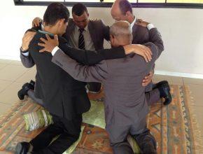 grupos de oração intercedem por familiares e amigos