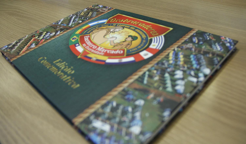 Clubes-recebem-album-comemorativo-do-IV-Campori- Sul-Americano