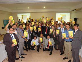 Pastores comprometidos com o Livro Missionário Viva Com Esperança