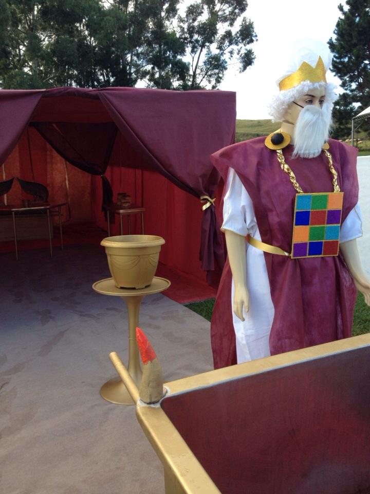 """Em Esplanada, o acampamento """"Identidade"""", criou uma tenda de oração em réplica ao santuário Israelita."""