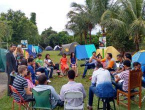 Jovens estudam a Bíblia em classes na região de Birigui