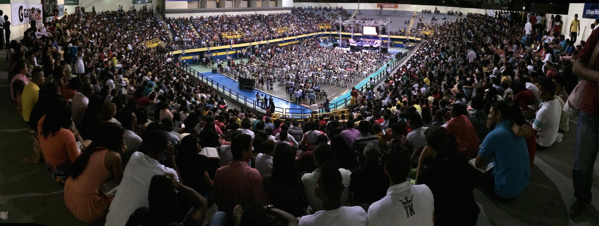 O público encheu o ginásio Castelinho, na capital maranhense, para o lançamento do projeto Impacto Esperança.