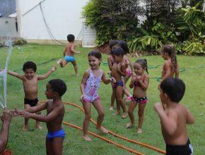 O banho de borracha no verão do Rio foi uma boa pedida.