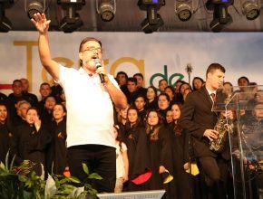 O cantor Fernando Iglesias se apresentou juntamente com o Ministério Chama Coral.