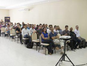 Presidentes, líderes e novos pastores da região Centro-Oeste assistem a bate-papo interativo sobre desafios do Ministério.