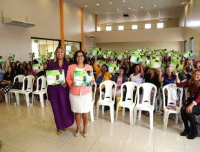 """Líderes de MM e seus materiais para implantação do Projeto """"Minha Casa na Videira""""."""