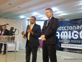 Pastor Walmir Rosa, presidente da ABC, premiou os demais pastores do campo de acordo com uma característica pessoal que tenha sido destaque em 2014.