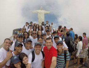 26 voluntários se dedicam por um ano ao projeto no RJ