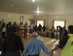 Na clínica de reabilitação, os fiéis realizaram um breve programa enfatizando a oração.