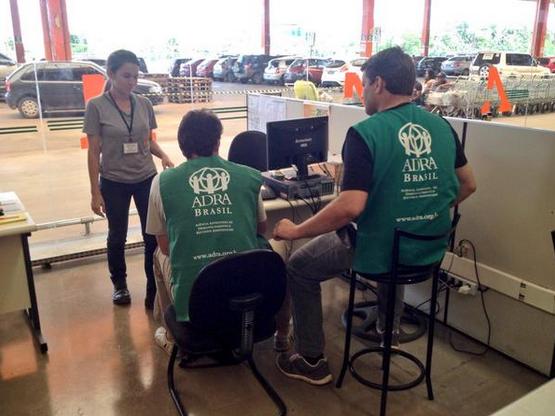 Equipe da ADRA realiza parcerias para conseguir mais doações.