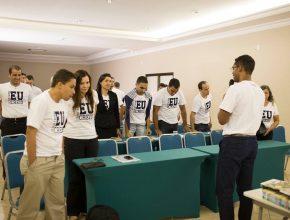 O líder de Publicações (MS), pastor Ivan Nascimento, fala aos colportores durante o concílio.