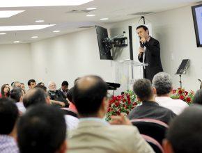 Pr. Odaílson Fonseca palestrou para o grupo de comunicadores.