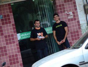 Voluntários na porta do hospital levavam mensagem de esperança e oração às pessoas