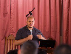 """Psicólogo Carlos Heber palestra sobre a """"Oração do Povo de Israel""""."""