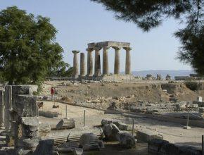 Ruínas de Corinto, cidade para qual o apóstolo escreveu advertências