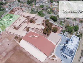 O complexo formado pelo hospital, colégio e escritório adventistas exerce uma grande influência na comunidade.