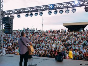 Musical com o cantor Jeferson Pillar encerra o Sábado durante pôr-do-sol no Parque das Nações.