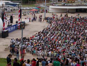 Milhares de jovens comemorando o Dia mundial do Jovem Adventista na capital maranhense.